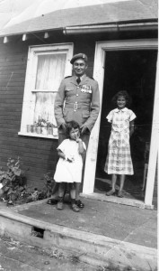 Harris Charles & daughters Gloria & Patsy, 1949.jpg